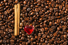 ` De café d'amour du ` I d'image d'abstraction, contre du café des grains Images libres de droits