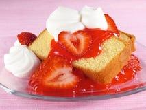 De Cake, de Aardbeien, & de Room van het pond Stock Foto's