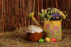 De cake en de eieren van Pasen Royalty-vrije Stock Afbeelding