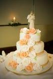 De Cake en de Kaars van het huwelijk Stock Afbeelding