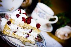 De cake en de thee van de framboos Stock Afbeelding