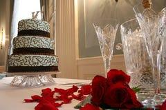 De Cake en de Toost van het huwelijk Stock Foto's