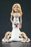 De Cake Topper van het Huwelijk van de Bruid en van de Honden van het fondantje Stock Fotografie