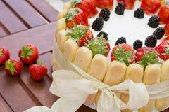 De cake van aardbeicharlotte Stock Foto's
