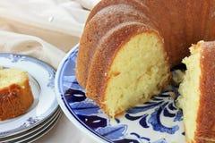 De Cake van Bundt van de citroen Stock Foto's