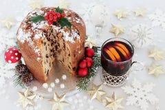 De Cake van chocoladepanettone en Overwogen Wijn Royalty-vrije Stock Foto