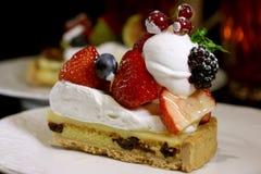 De cake van de aardbeiframboos Royalty-vrije Stock Afbeeldingen