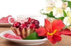 De cake van de bes met thee en gelei Stock Afbeelding