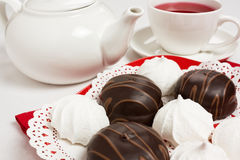 De cake van de chocolade en van het schuimgebakje Royalty-vrije Stock Afbeelding