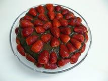 De Cake van de chocolade met aardbeien Stock Afbeeldingen