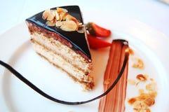 De cake van de chocolade met amandelen Stock Afbeelding