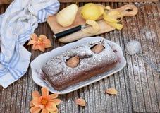 De cake van de chocolade met peren Stock Afbeeldingen