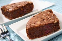 De cake van de chocolade met zure kers royalty-vrije stock foto's