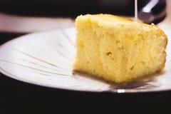 De cake van de citroenolijfolie Stock Foto