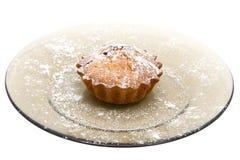De cake van de kers met suikerpoeder Stock Afbeeldingen