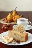 De cake van de peer en van de hazelnoot Stock Afbeeldingen