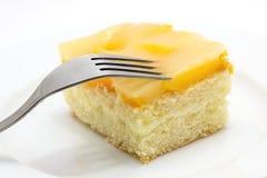 De cake van de perzik op plaat Stock Fotografie