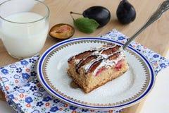 De cake van de pruim met marsepein Royalty-vrije Stock Foto's