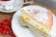 De Cake van de roomkaasperzik Royalty-vrije Stock Afbeelding