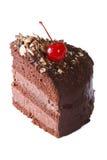 De cake van de stukchocolade met kersenclose-up op wit wordt geïsoleerd dat Royalty-vrije Stock Fotografie