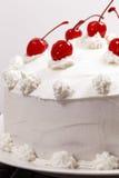 De cake van de vanille en van de kers Stock Fotografie