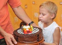 De cake van de verjaardag met auto Stock Afbeelding