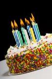 De Cake van de verjaardag met Kaarsen Stock Foto's