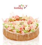 De cake van de verjaardag met rozen op een witte achtergrond Royalty-vrije Stock Fotografie