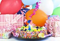 De cake van de verjaardag voor 1 éénjarige Stock Afbeelding