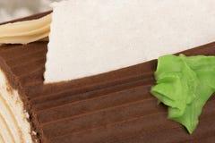 De cake van het chocolade yule logboek voor Kerstmis, echte dichte omhooggaand stock fotografie