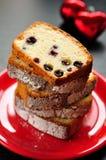 De Cake van het eiwit met Bessen Royalty-vrije Stock Afbeeldingen