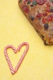 De Cake van het Fruit van de vakantie met het Suikergoed van het Riet van het Suikergoed Stock Foto's