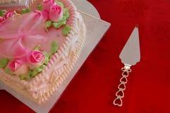 De Cake van het huwelijk & de Plak van de Cake Stock Foto