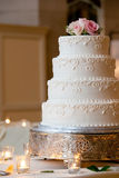De cake van het huwelijk met details Stock Foto