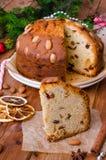 De cake van het Kerstmisfruit met gedroogd fruit en amandelen De cake van Dundee stock foto's
