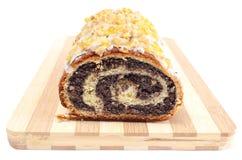 De cake van het papaverzaad op houten scherpe raad Royalty-vrije Stock Fotografie