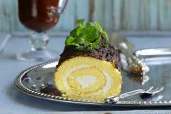 De cake van het vanillebroodje met chocolade ganache royalty-vrije stock foto's