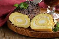 De cake van het vanillebroodje met chocolade ganache royalty-vrije stock afbeelding