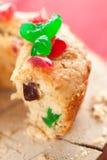 De cake van Kerstmis met cocktailkers Royalty-vrije Stock Afbeeldingen