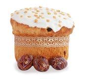 De cake van Pasen en houten eieren Stock Fotografie