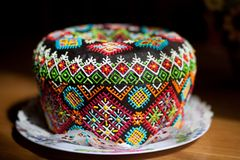 De cake van Pasen kulich of panettone stock afbeeldingen