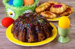 De cake van Pasen met chocoladeglans Royalty-vrije Stock Foto