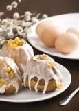De cake van Pasen met eieren Stock Fotografie