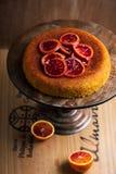 De Cake van Polenta van de bloedsinaasappel Selectieve nadruk Royalty-vrije Stock Foto's