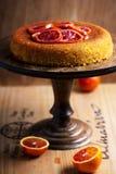 De Cake van Polenta van de bloedsinaasappel Selectieve nadruk Stock Fotografie