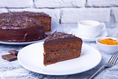 De Cake van Sacher Traditioneel Oostenrijks chocoladedessert royalty-vrije stock afbeelding