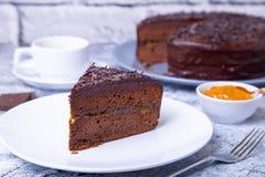 De Cake van Sacher Traditioneel Oostenrijks chocoladedessert stock foto's