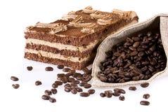 De cake van Tiramisu met zak coffe royalty-vrije stock foto's