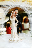 De cakebeeldhouwwerk van het huwelijk Stock Afbeeldingen