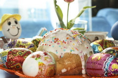 De cakes en de eieren van Pasen Stock Foto